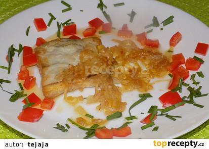 Rybí filé s karamelovou cibulí