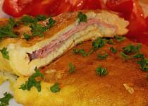 Vaječná omeleta s dvěma druhy sýrů a šunky