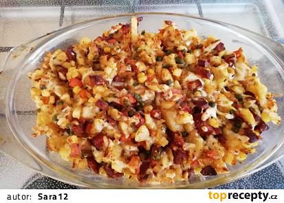 Zapečené brambory se zeleninou a klobásou