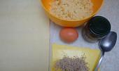 Drobenkový závin se skořicí a lískovými oříšky