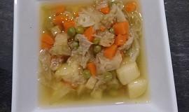 Polévka s kapustou a hráškem
