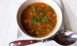 Luštěninová polévka s pórkem a pikantní klobásou