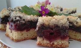 Makový koláč s třešněmi a drobenkou