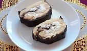 Piškotová roláda se šlehačkou a čokoládou