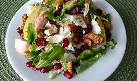 Salát s uzeným kuřecím masem a hruškou