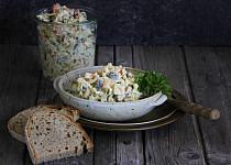 Klasický rybí salát ze zavináčů