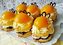 Piškotové dortíčky s broskví