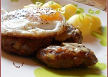 Sekané bifteky s vejci