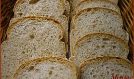 Snídaňový chlebík s grahamovou moukou pečený ve formě