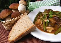 Hříbkový guláš s fazolkami