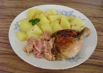 Kuře s jablky, sýrem a slaninou