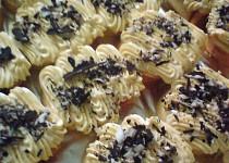 Roládový zákusek a karamelovým krémem
