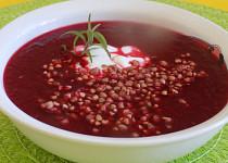 Polévka z červené řepy a rajčat s pohankou