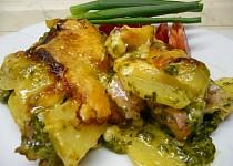 Zapečené brambory se špenátem a uzeným masem