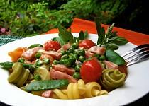 Těstoviny s hráškovo-šunkovou omáčkou