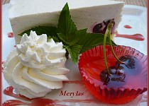 Třešňový tvarohový dortík se želé košíčky