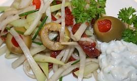 Salát z mladých kedluben s nivovou zálivkou