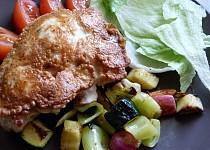 Voňavá kuřecí prsa v těstíčku na zeleninovém hnízdě