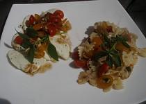 Rajčatový salát k mozzarele nebo s těstovinami