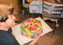 Pruhovaný marcipánový dort
