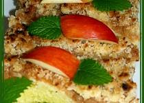 Jablečný koláč s tvarohovým těstem a vaječným koňakem