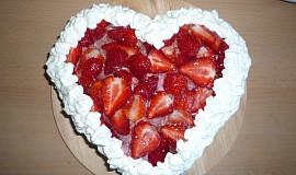 Jahodový dort se šlehačkou