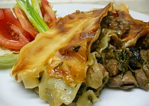 Lasagne s vepřovým masem, listovým špenátem a žampiony