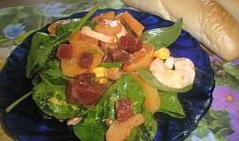 Lehký bramborový salát s červenou řepou a špenátem