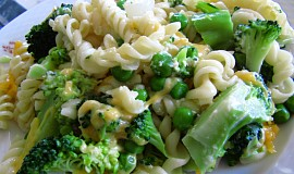 Těstoviny s brokolicí a hráškem, zapečené