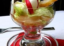 Ledový salát s uzeným pangasem a ředkvičkami