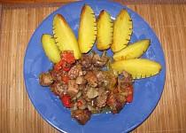 Vepřové ražniči s játry a pečeným bramborem