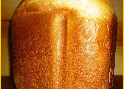 Chléb po vyklopení z formy