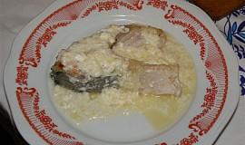Kapr s balkánským sýrem, smetanou a křenem