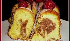 Bábovka s vaječným koňakem a jablky