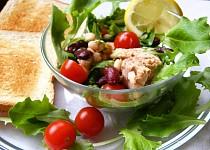 Fazolový salát s tuňákem a rukolou