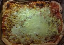 Pizza z listového těsta s tuňákem
