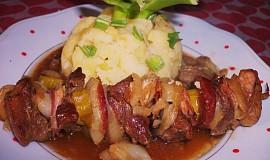 Pečené maso na jehle s  delikatesní šťávou