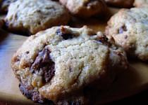 Čokoládové cookies s pistáciemi