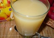 Horký nápoj z hruškového džusu