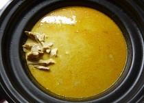 Kuře (slepice) na paprice v pomalém hrnci