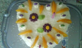 Šlehačkový dort s broskvemi