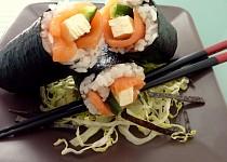 Sushi s uzeným lososem