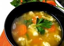 Zeleninová polévka s quinoa