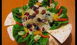 Salátek se sušeným ovocem a balsamicem