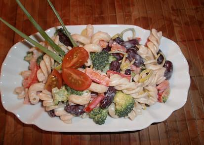 Těstovinový salát s fazolemi