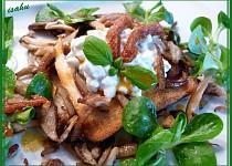 Toast s Cottage a houbovými škvarky