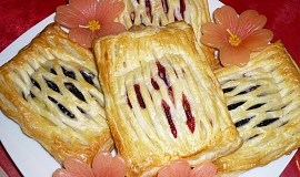 Listové mřížky s pudinkem a ovocem