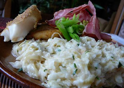 Rybí filety na smetanovém zelí