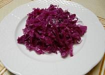 Zelný salát z červeného nebo bílého zelí