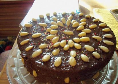 Pudinkový dortík s čokoládou a mandlemi